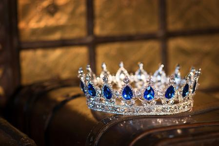 all crown no cross,discipleship,discipline,commitment,persecution,trials,tribulation,take up your cross,humility,1 Corinthians 9:24-25,only winners receive a crown,John 16:33,in this world you will have trouble,1 Peter 2:22,no deceit in Him,Tozer,A.W. Tozer